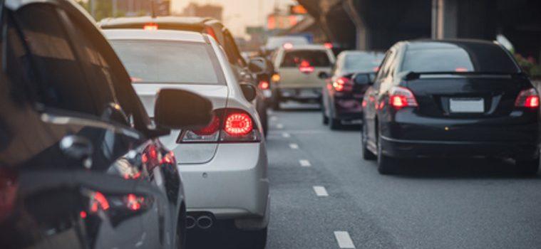 Verontreinigende emissies van diesel-benzinevoertuigen